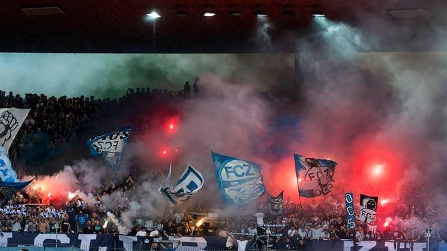 Aufnahme von Fussballfans im Stadion