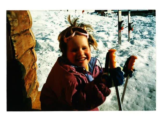 """Vorher """"täubelet"""" auf dem Skilift, kaum mit Papi unterwegs…wieder parat wie Vreni Schneider."""