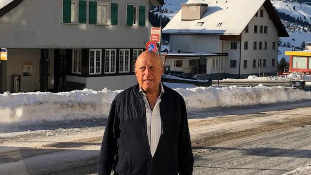 Hotelie Paul Beutler steht an der Strasse in Wildhaus.