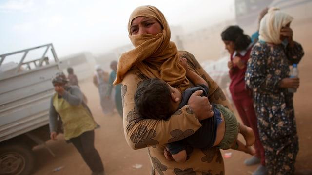 Syrische Flüchtlinge an der türkischen Grenze (2015)