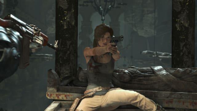 Lara zieht ihre sagenumwobenen Pistolen. Die mit der unendlichen Munition.