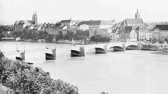 Schwarz-weiss Aufnahme der Mittleren Brücke
