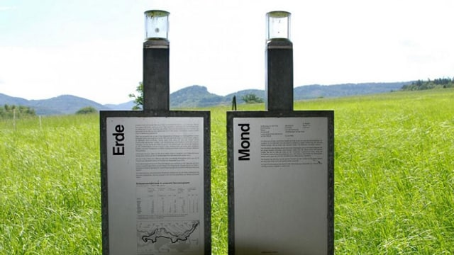 Informationstafeln am Planetenweg.