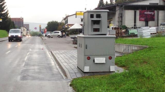 Der Radarkasten Klaus - hier im Dorfeingang von Wilchingen.