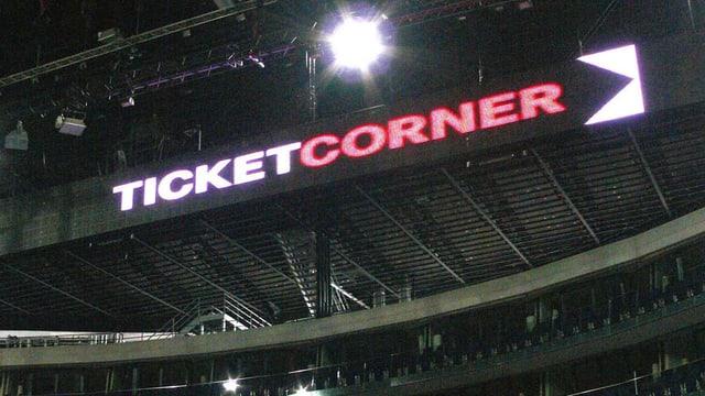 Leuchtschriftzug Ticketcorner im Hallenstadion.