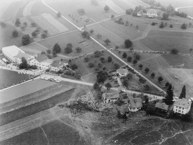 Die Luftaufnahme von Humlikon.