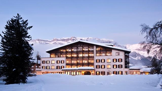 L'hotel Adula ins sera d'enviern.
