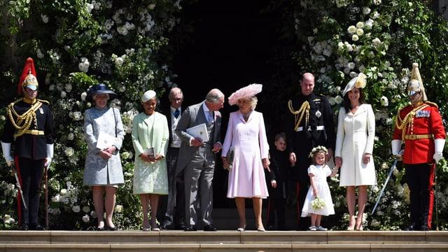 Ina part da la famiglia roiala suenter la ceremonia en chaplutta.