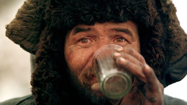 Trinkender Russe