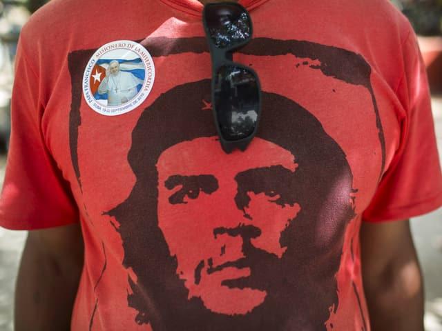 Che Guevaras Konterfei auf einem T-Shirt.