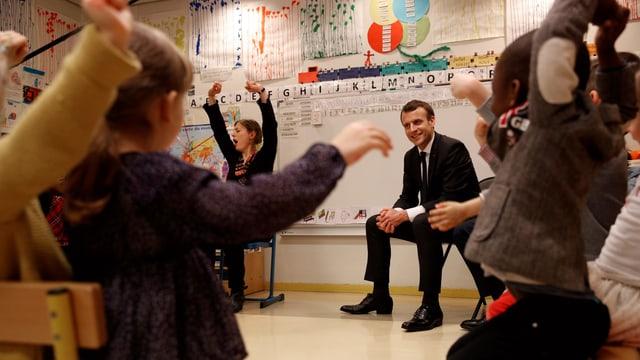 Macron zu Besuch in einer Schule