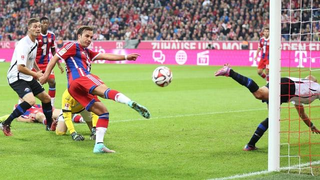 Mario Götze schoss die Bayern mit 2 Treffern zum Sieg gegen Paderborn.