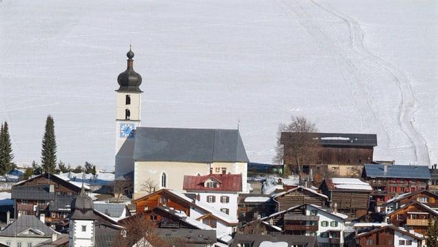 Kirche im Dorf Flims.