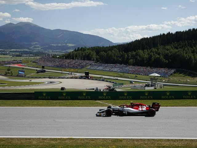 Ein Formel-1-Bolide fährt in Spielberg.
