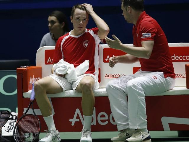 Der Schweizer Team-Captain Severin Lüthi im Gespräch mit Adrian Bodmer.