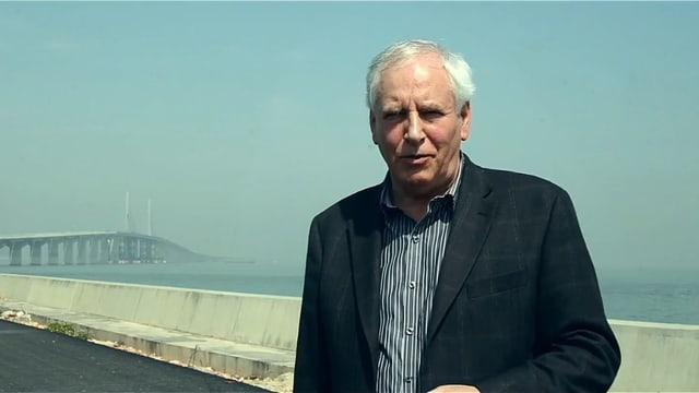 Heinz Aeschlimann auf Brücke