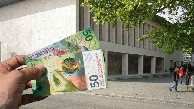 Gebäuder der Uni Basel, links streckt eine Hand zwei 50-er Geldnoten ins Bild