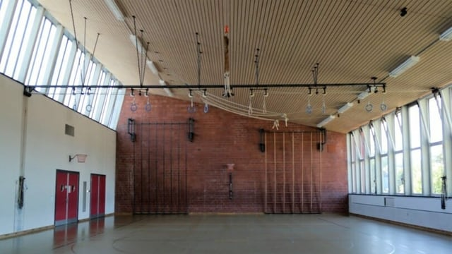 Blick in eine alte Turnhalle