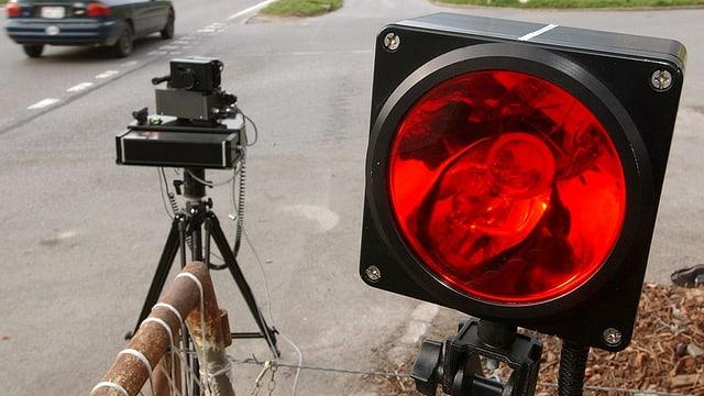 Radar per mesirar spertadad d'autos e töfs
