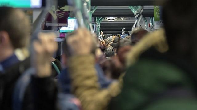 «Duggede» in einem Tram der Basler Verkehrsbetriebe (BVB)