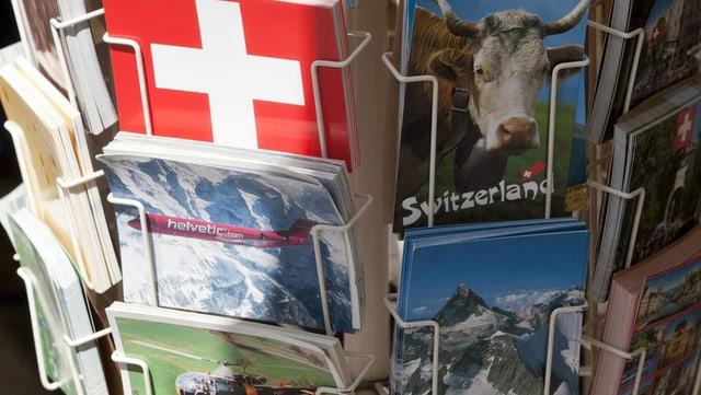 Postkarten, mit Kuh und Schweizer Kreuz.