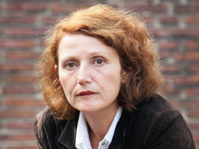 Nahaufnahme der Kuratorin Fulya Erdemci.