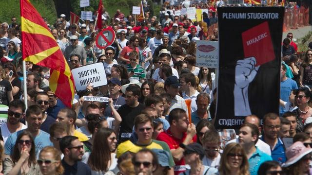 demonstraziun cun blera glieud en la Macedonia