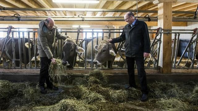 Markus Ritter (rechts im Bild) hat Verständnis für die Bauern, die trächtige Kühe schlachten.