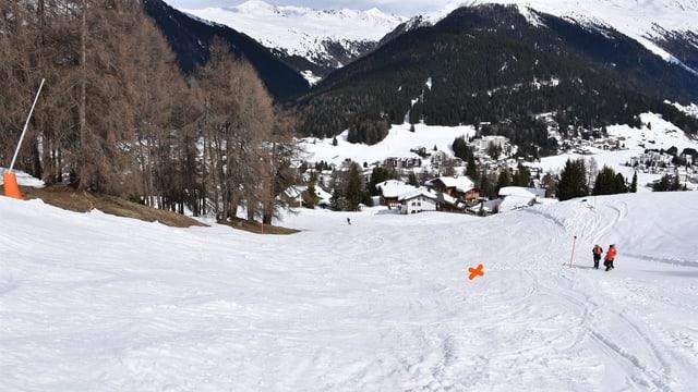 Ina pista da skis cun duas persunas.