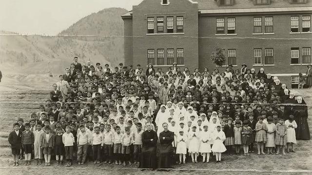 Eine Archivaufnahme der Schule von 1937.