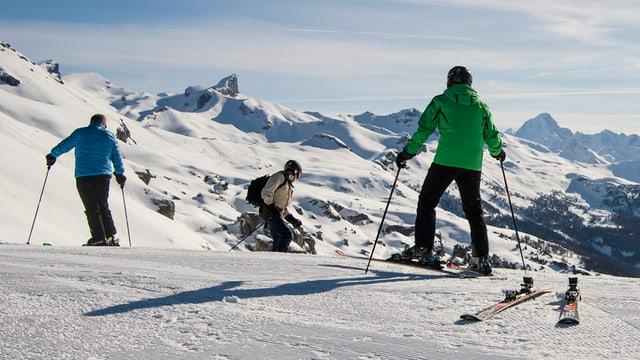 Skiunz che van cun skis.