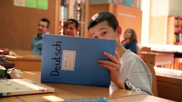Flüchtlingskind beim lernen