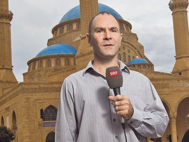 Korrespondent vor Moschee in Beirut.