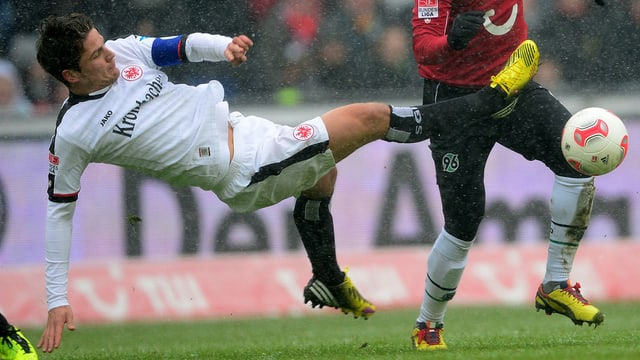 Eintracht Frankfurt mit Pirmin Schwegler konnte in Hannover keinen Sieg einfahren.
