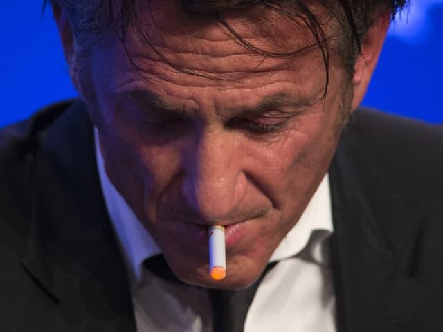 Sean Penn mit E-Zigarette