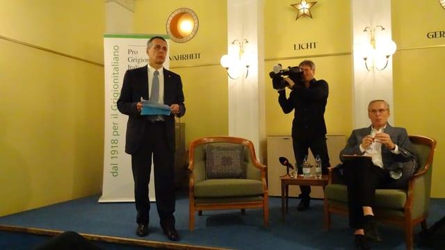 Ignazio Cassis discurra en la sala dal HOtel Stern a Cuira.