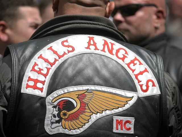 Rückseite einer Hells Angels Jacke mit dem Emblem.