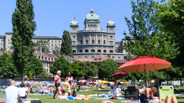 Bundeshaus in Bern im Sommer