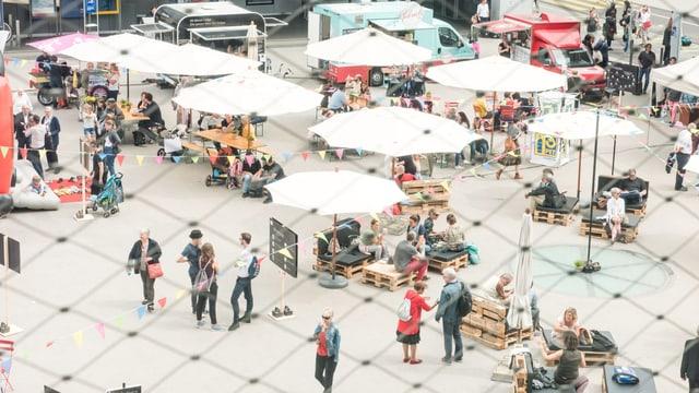 SRF Publikumstag auf dem Meret Oppenheim Platz.