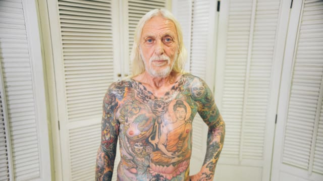 Video «Alice-Cooper-Gitarrist: Was steckt hinter seinen Päärli-Tattoos?» abspielen