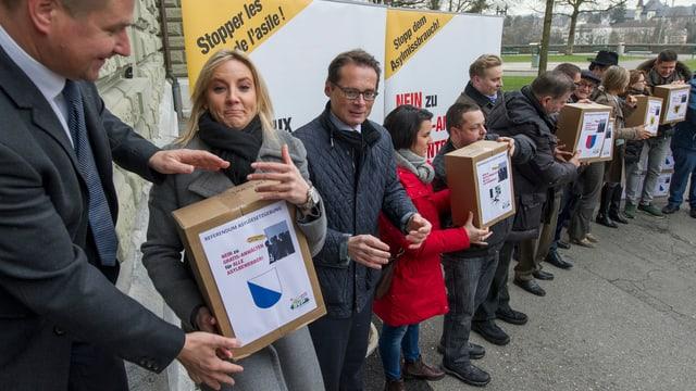 Referendum gegen Asylgsetzreform wird eingereicht.