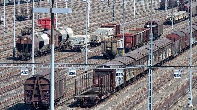 Züge auf Schienen