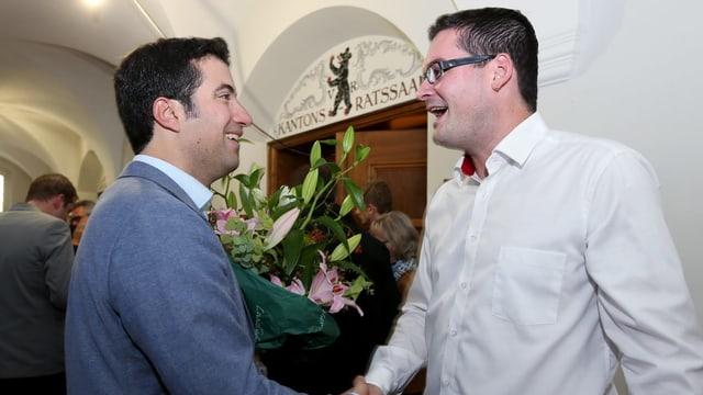 Andrea Caroni und David Zuberbühler gratulieren sich gegenseitig zur Wahl