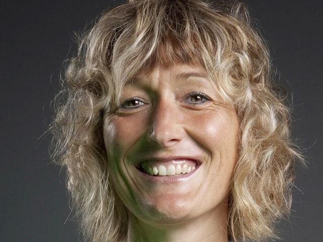 Susanne Hochuli lächelt