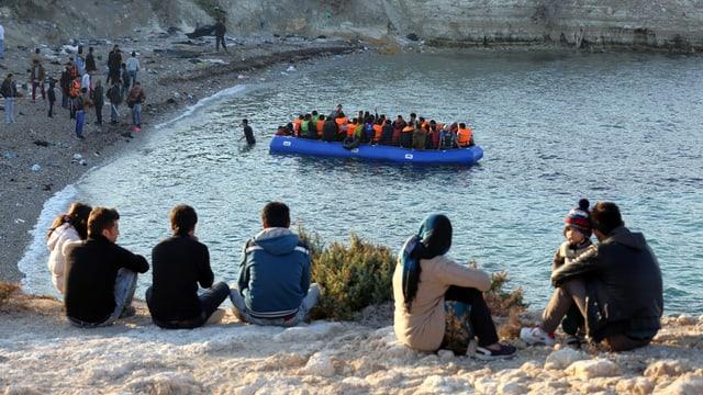 Fugitivs arrivads en la Grezia.