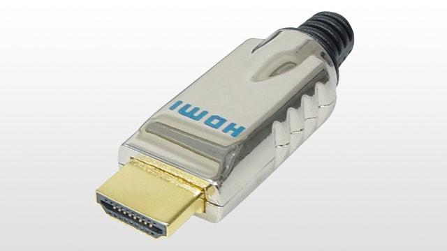 Ein HDMI-Stecker mit Metallgehäuse.