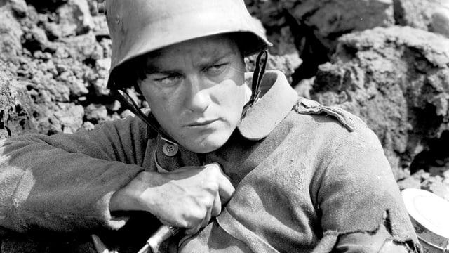 Ein Soldat mit Bajonett, zornig und entschlossenen blickend.
