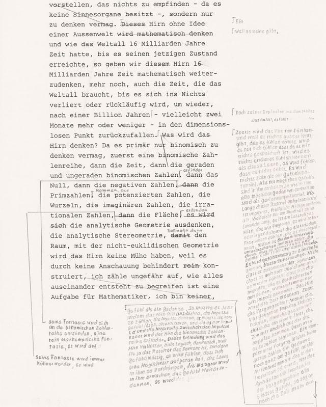 Papier mit Schreibmaschinenschrift, daneben handgeschriebene Notizen
