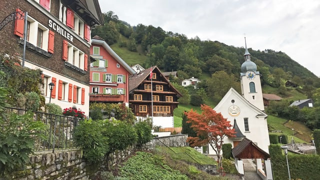 Blick ins Urner Dorf Bauen.