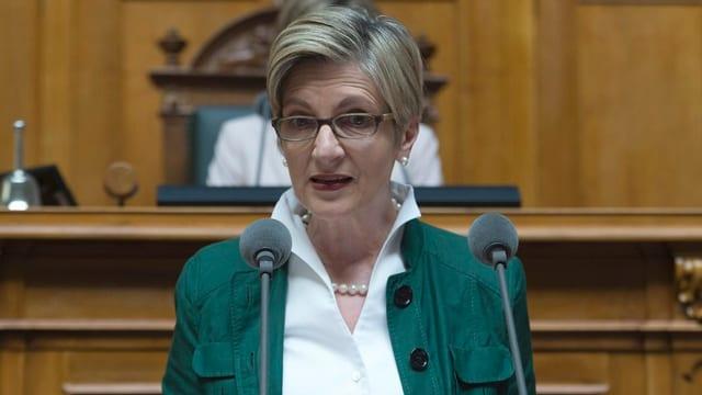 Nationalrätin Gabi Huber, FDP spricht im Nationalrat ins Mikrofon.